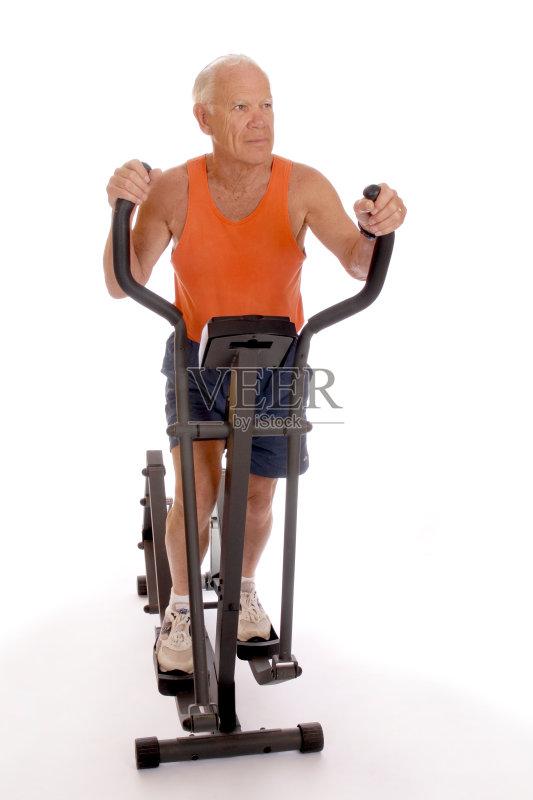 老年人 保护 健身器械 生活方式 触摸 健美身材 老年男人 健身俱乐部 图片