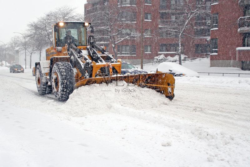 冬天 移开 扫雪车 运输 陆用车 职业 黄色 卡车 工作 下雪 街道 户外 图片