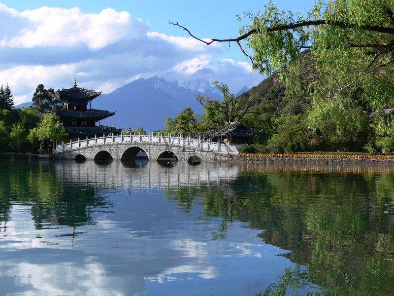 云 湖 户外 风水 公园 放松 无人 水面 宝塔 反射 水 中国文化 风景 度假图片