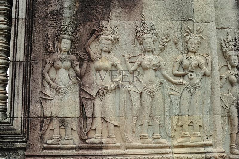 行 旅行者 浅浮雕 印度教 吴哥 雕刻物 特色服装 旅游 手艺 原生态文化 图片