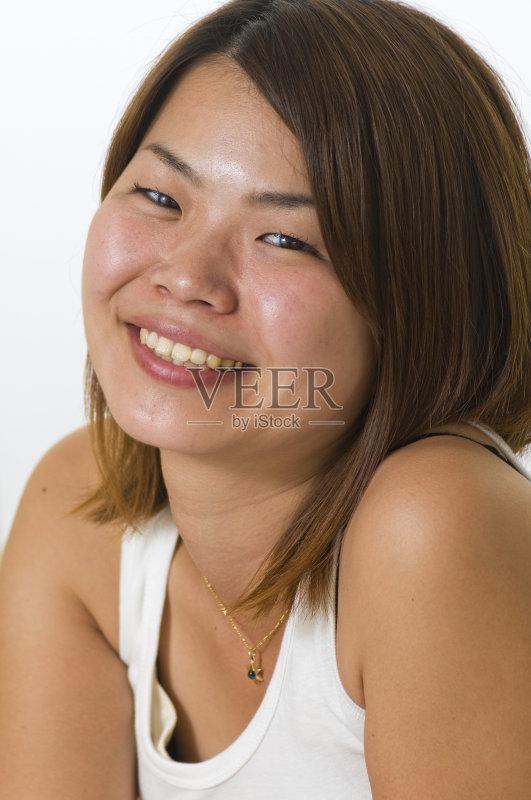 笑容-仅一个女人 人 女人 肖像 褐色眼睛 仅女人 女性特质 日本人 短发
