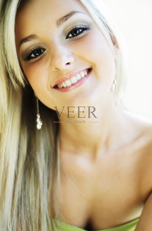 笑容-女人 白色 美 仅女人 人的牙齿 人体 美女 人的脸部 成年人 微笑 幸
