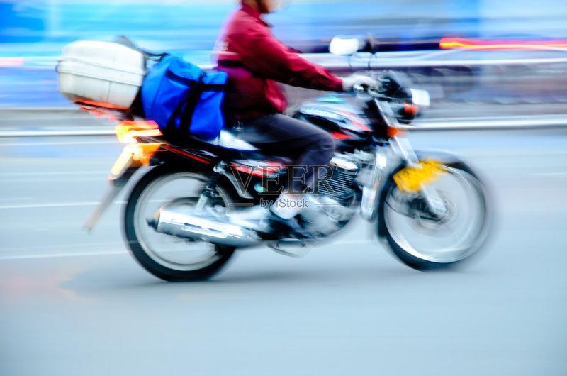 司机 摩托车 人 驾车 行动 仅男人 一个人 活动 路 运输 陆用车 机器 城市
