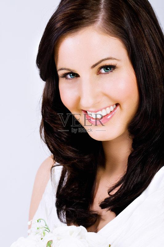 笑容-女人 性感 美 肖像 仅女人 纯洁 棕色头发 快乐 青年人 女性 人体