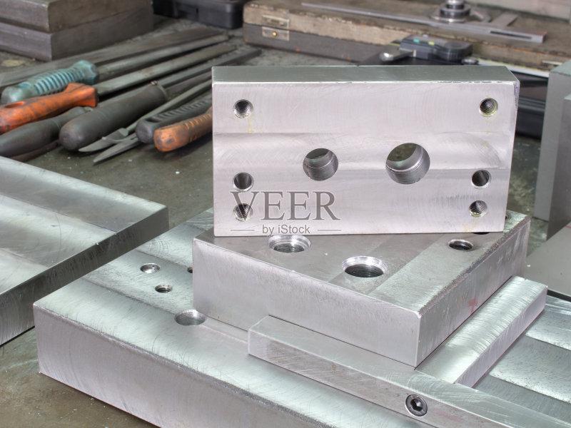 模具-铁 工业 无人 洞 金属工业 磨光机 金属 成型的形状