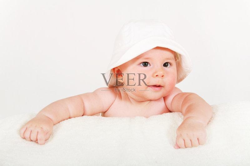 白人 新生活 幼儿 生活方式 小的 毛巾 微笑 童年 可爱的 美 一个人 健图片