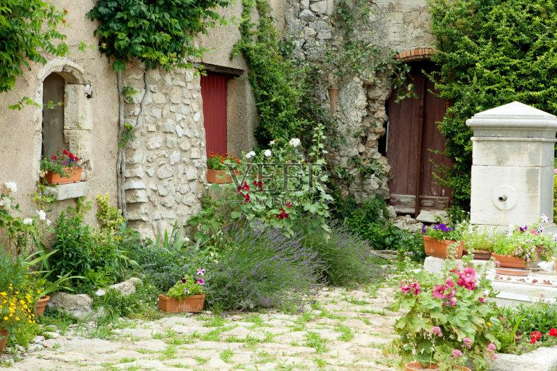 花园-色彩柔和 乡村风格 水泵 墙 法国 古老的 夏天 成品 外立面 无人 古