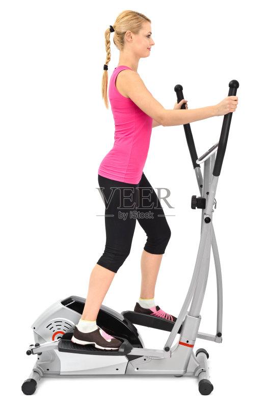 女性 室内 健身器械 生活方式 健美身材 微笑 一个人 仅一个青年女人 图片