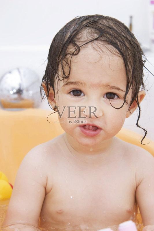 1个月 室内 幼儿 生活方式 小的 泡泡 玩具 嬉戏的 卫生 童年 可爱的 图片