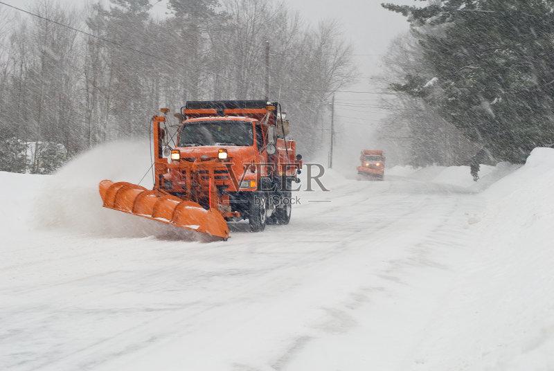 卡车 冬天 扫雪车 商用车 暴风雨 大风雪 户外图片