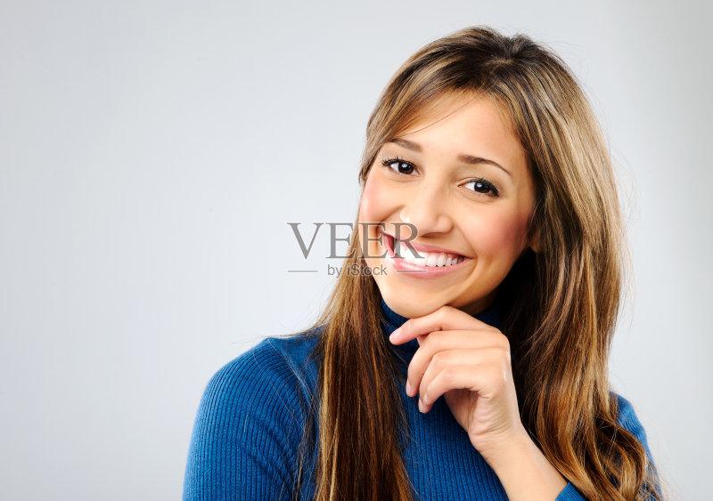 笑容-欢乐 女人 肖像 看 印度人 休闲装 仅女人 女性 信心 混血儿 美女
