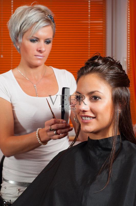 现代 青少年 理发剪刀 时尚 可爱的 美容院 美 发型 美发师 橙色 梳头