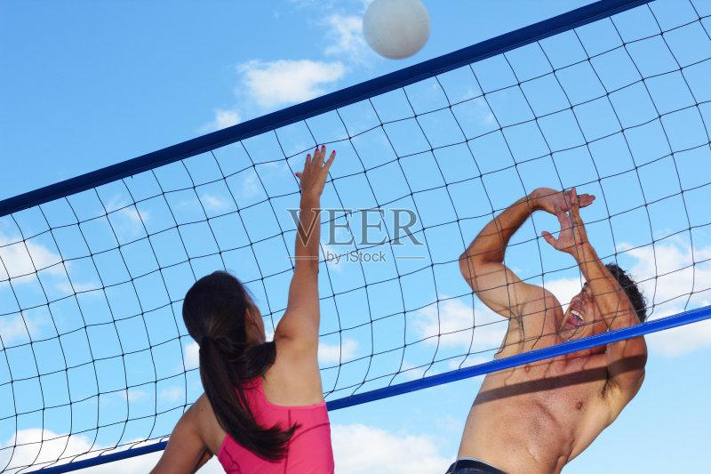 性 生活方式 沙滩排球 努力 竞技运动 云 竞争 防守 无上装 户外 进行中