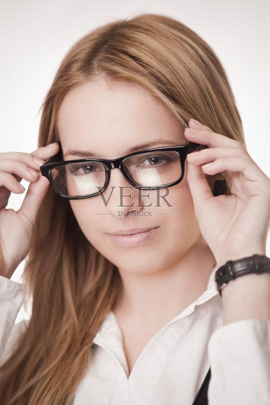 像 明亮 看 近视 仅女人 白人 女性 视力 美女 微笑 金色头发 时尚 可爱
