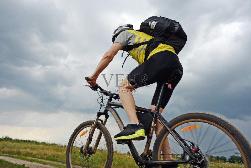 头饰 活动 运动头盔 放松 逃 夏天 山地自行车运动 锻炼 休闲追求 自行