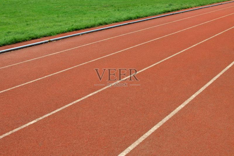 排 建筑结构 飞机跑道 红色 设备用品 跑 在边上 运动员 迅速 运动 锻炼
