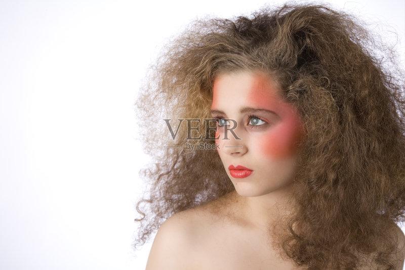 美妆-仅一个女人 人 女人 彩妆 肖像 工作室 时装模特 仅女人 舒服 头发 图片