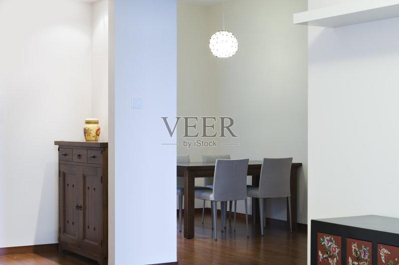 家居-高雅 白色 住宅内部 样板房内部 墙 椅子 家具 白色背景 桌子 公寓 图片