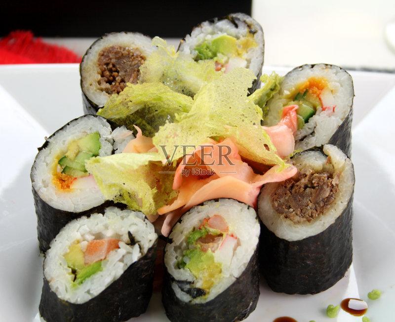 日本料理 饮食 健康食物 牛肉 晚餐 寿司 美味 卷起 午餐 餐巾 无人 米