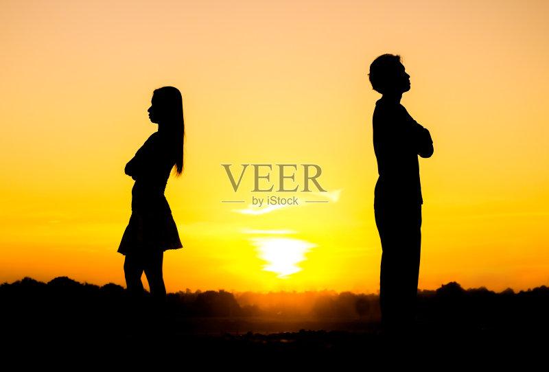 争论 天空 情感 女朋友 冲突 男朋友 女性 相伴 触摸 丈夫 上升 约会