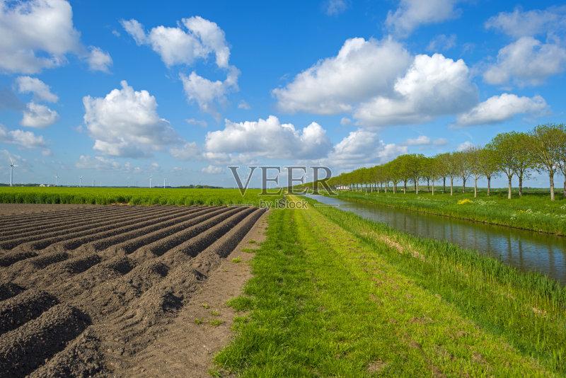 市风光 户外 田地 已经垦殖的土地 绿色 田园风光 运河 时间 耕地 春天