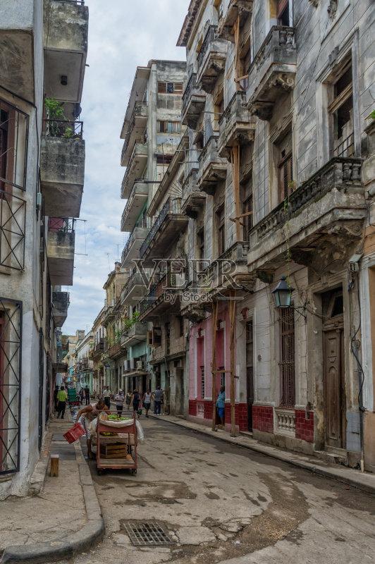 街景-文化 旅途 建筑结构 路 哈瓦那 公寓 旅游目的地 旅行 汽车 拉丁美图片