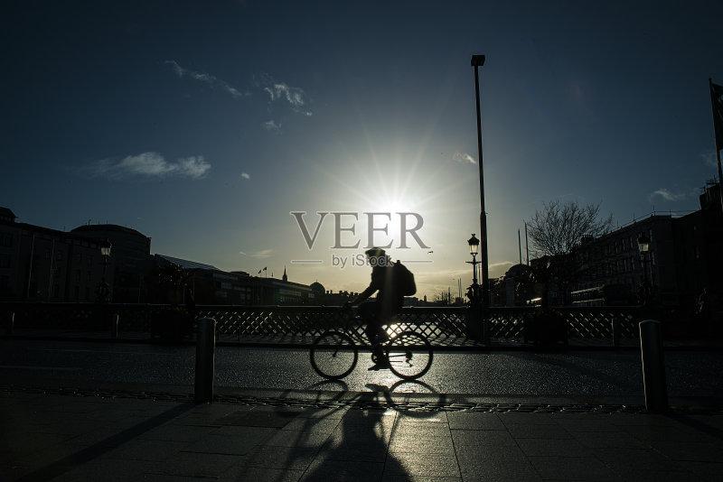 回家-人 爱尔兰共和国 市区路 爱尔兰都柏林 骑自行车 路 脚踏车 男性