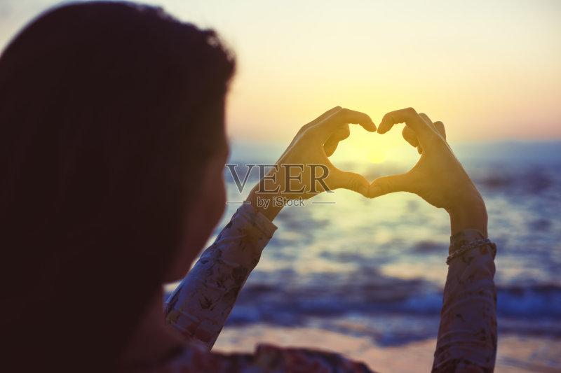 头发 黄色 情感 旅游目的地 女性 生活方式 旅行 户外 色彩鲜艳 地平线
