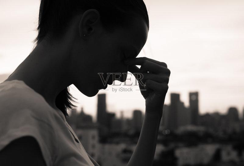 独处 白人 情感 不高兴的 头痛 女性 物理压力 仅青少年 衰退 无法辨认