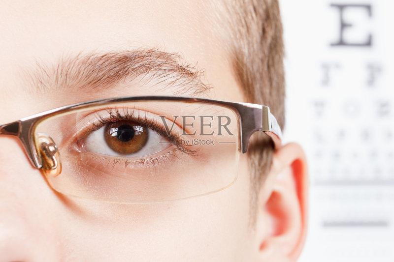 桌子 儿童 近视 检查 身体检查 药 2015年 保护 视力 验光师 人体 透镜