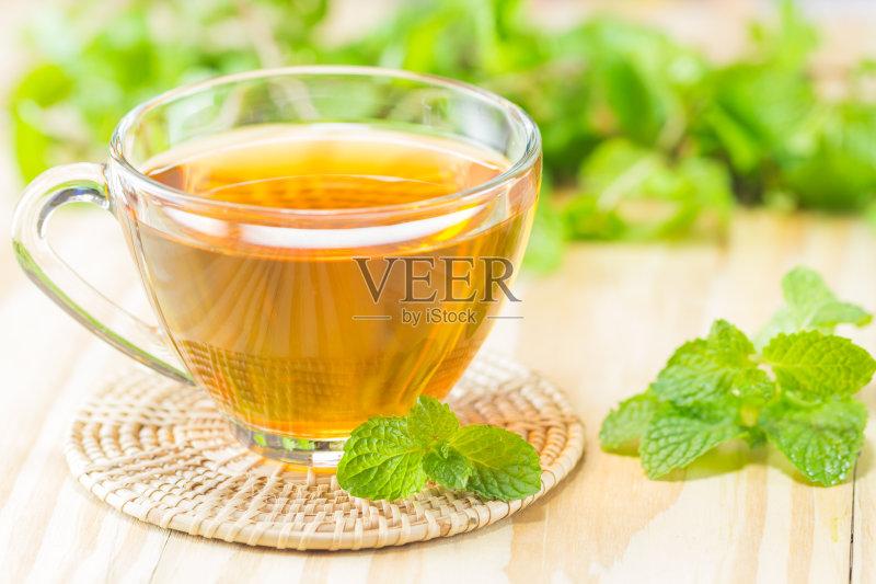 水 杯 背景 蜂蜜 冷饮 饮食 木制 健康食物 饮料 绿色 记者招待会 薄荷图片