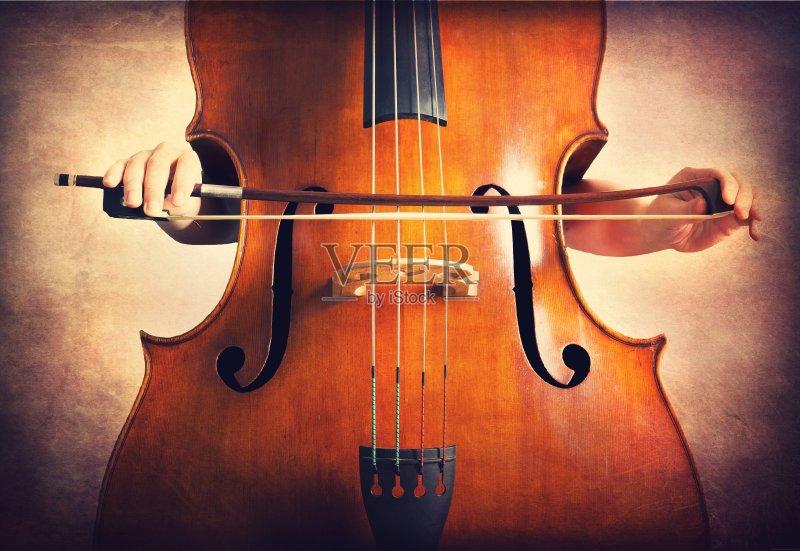 人 低音提琴 高音谱号 褐色 背景