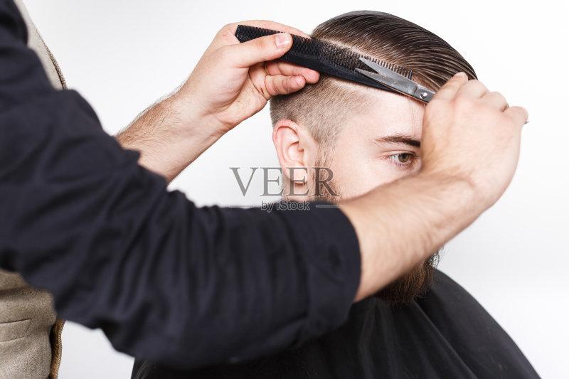 理发-人 高雅 白色 想法 肖像 人的头部 剃刀 工作室 头发 白人 生活方式