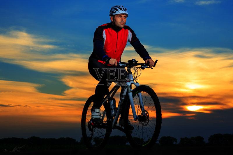 行动 宽的 骑自行车 活动 脚踏车 设备用品 冒险 乐趣 自然 迅速 运动