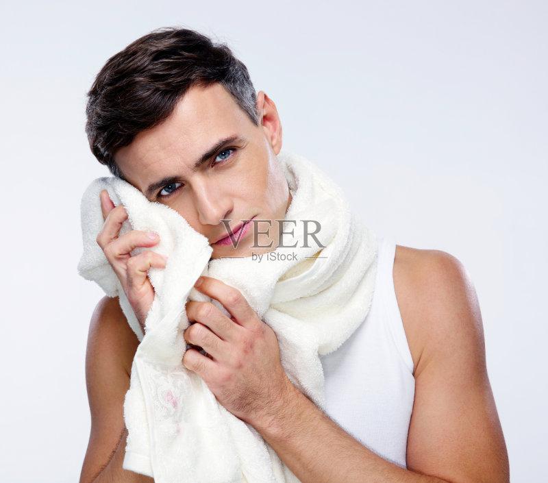 宝宝感冒流鼻涕一直擦脸红肿怎么办