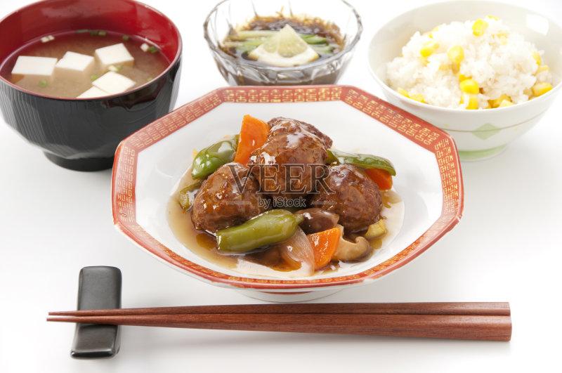 日本料理 谷类 蔬菜 胡萝卜 味噌酱 肉制品 膳食 玉米 肉丸 筷子 无人 洋