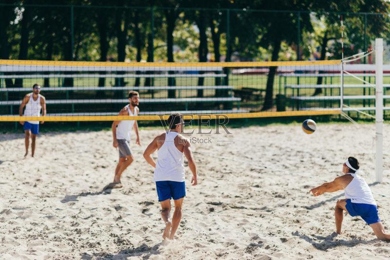 人 竞技运动 沙滩排球 团队 竞争 海滩 户外 行动 嬉戏的 职业运动员