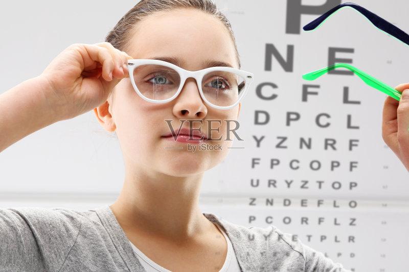健康生活方式 近视 药 2015年 人体 美人 人的脸部 成年人 医生 仅成年