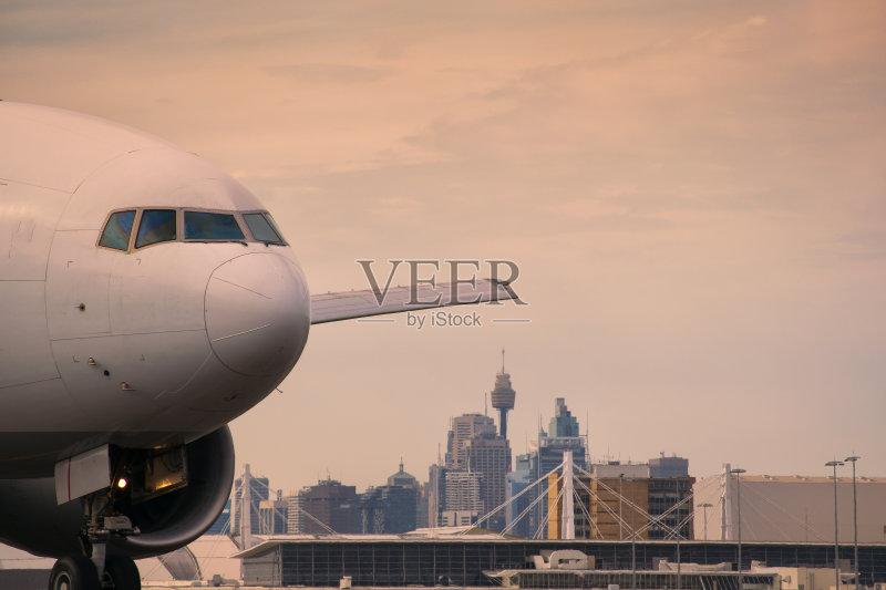 化 私人飞机 波音777 飞机跑道 飞机 运输 喷气机 旅游目的地 旅行 云