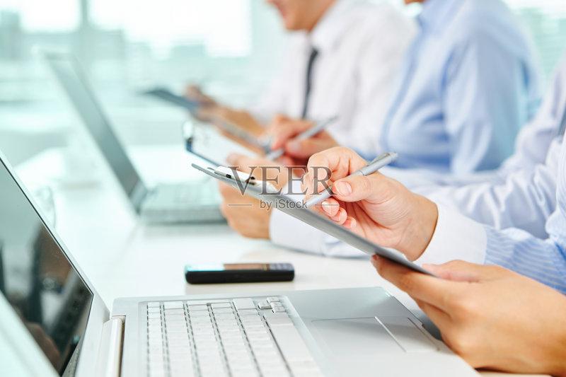 作场所 信函 写字板 水笔 商务 写 人体 男商人 数据 成年人 男人