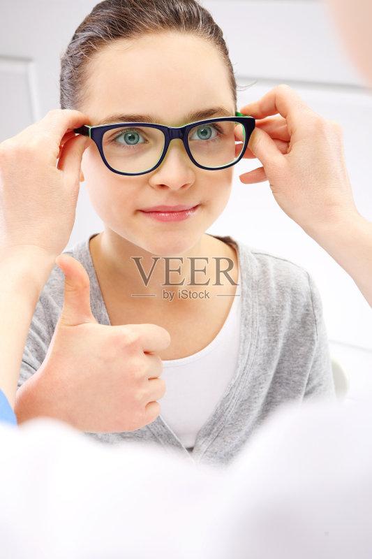 人的眼睛 美 近视 眼镜 有序 健康生活方式 药 2015年 美术肖像 验光师