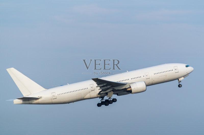 日本 飞机 波音777 东京 起飞 商用机 机场 东京国际机场 天空 羽田 交通