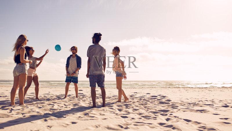 多种族 白昼 沙滩排球 休闲游戏 女性 相伴 青年男人 生活方式 享乐