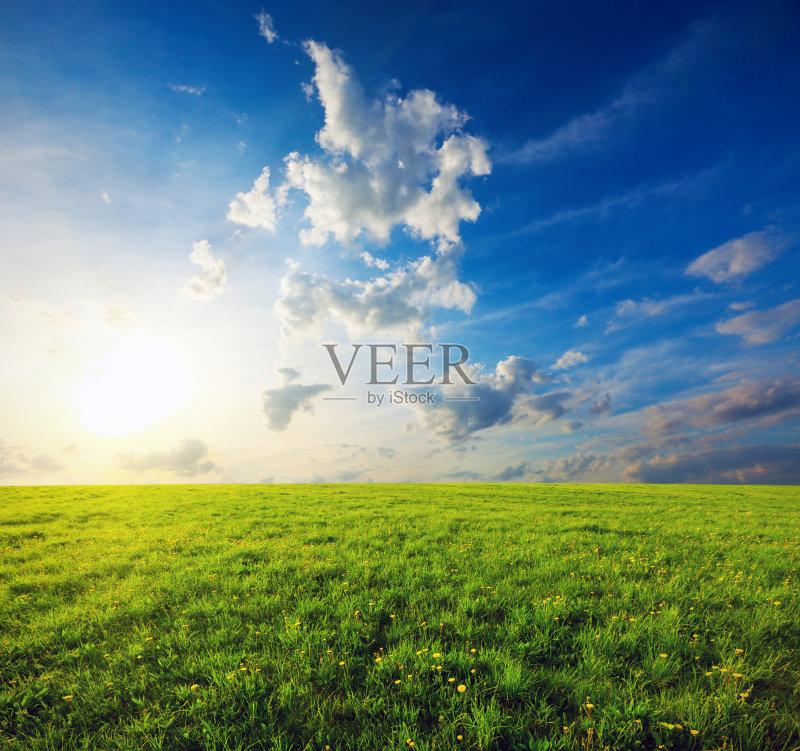 田野-田地 草地 绿色 田园风光 红色 日落 日出 农场 春天 天空 夏天 蓝色