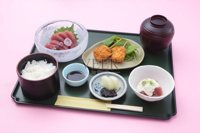 料理-日本 文化 红色 嫩煎食品 便当盒 膳食 寿司 吃 桌子 菜单 餐具 亚洲