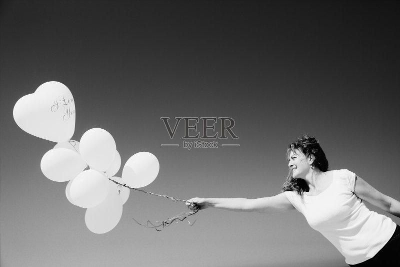 天空 白人 情感 自然 白昼 女性 氦气球 生活方式 艺术文化和娱乐 旅行