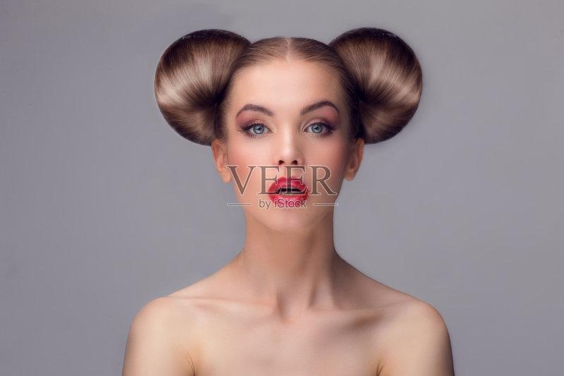 美妆-人 高雅 女人 看 美容 白人 面膜 艺术文化和娱乐 唇膏 上升 睫毛 图片