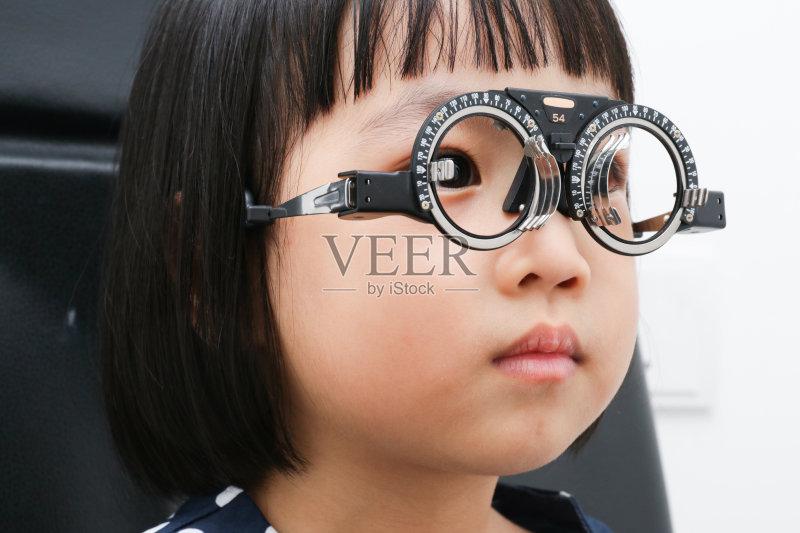 镜 设备用品 近视 改进 检查 身体检查 药 东方人 人体 顾客 关爱