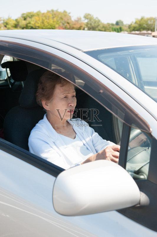 开车-人 亚洲人 仅日本人 女人 方向盘 衰老过程 不幸 权威 乐趣 日本人