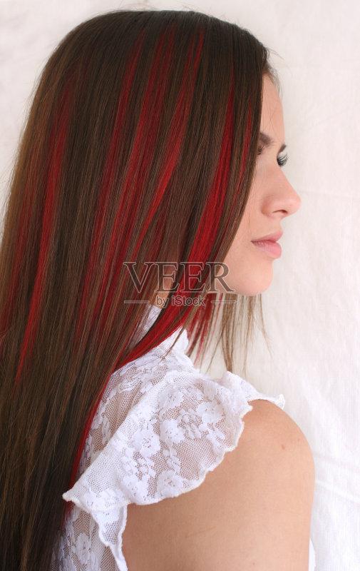 造型-人 欢乐 彩妆 肖像 看 红色 休闲装 时装模特 头发 情感 自然 市区 图片